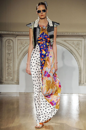 https://kimberlyakinola.files.wordpress.com/2013/05/a-model-in-duro-olouw-spring-2009-silk-patchwork-gown.jpg?w=720
