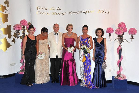 https://kimberlyakinola.files.wordpress.com/2013/05/princess-caroline-of-monaco-wears-two-pieces-from-duro-olowus-spring-2009-collection-for-the-63rd-red-cross-ball-in-monte-carol.jpg?w=720
